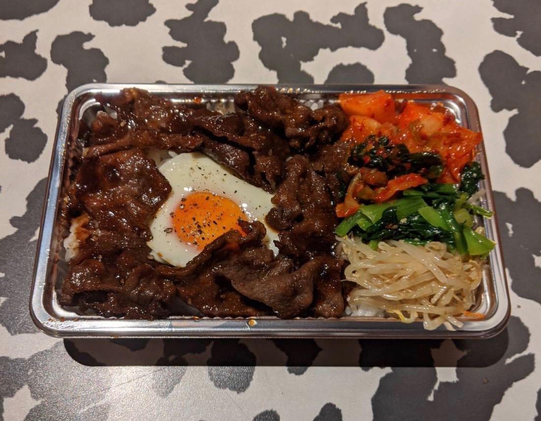 黒毛和牛のホホ肉を使ったお弁当です!噛んで旨味が溢れるお肉です!烏龍茶、スープ付きです。