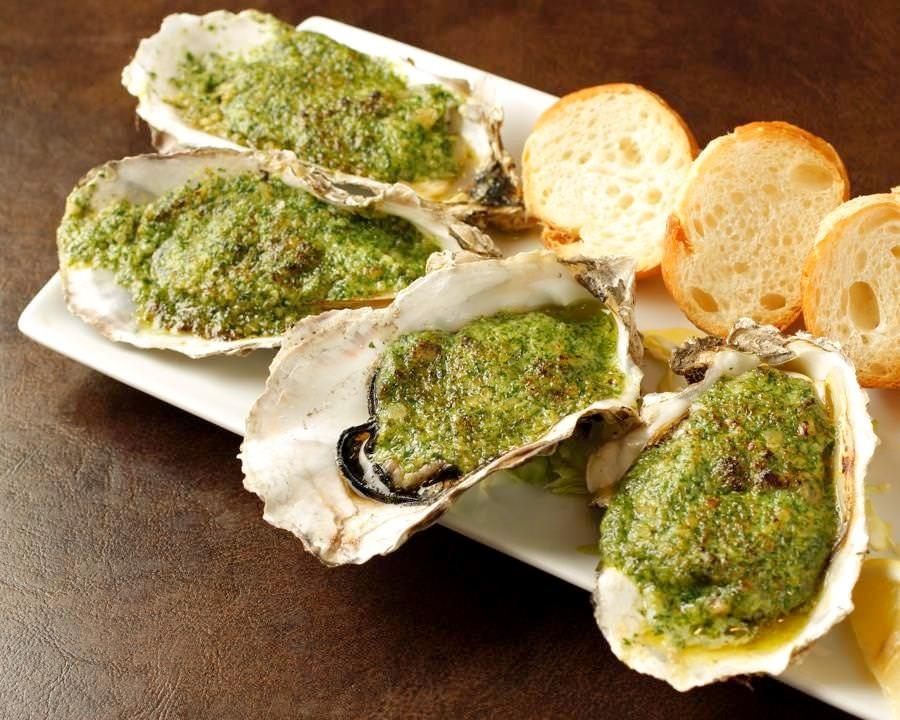 濃厚でコクのあるガーリックバターで焼き上げた定番の洋風焼き牡蠣♪