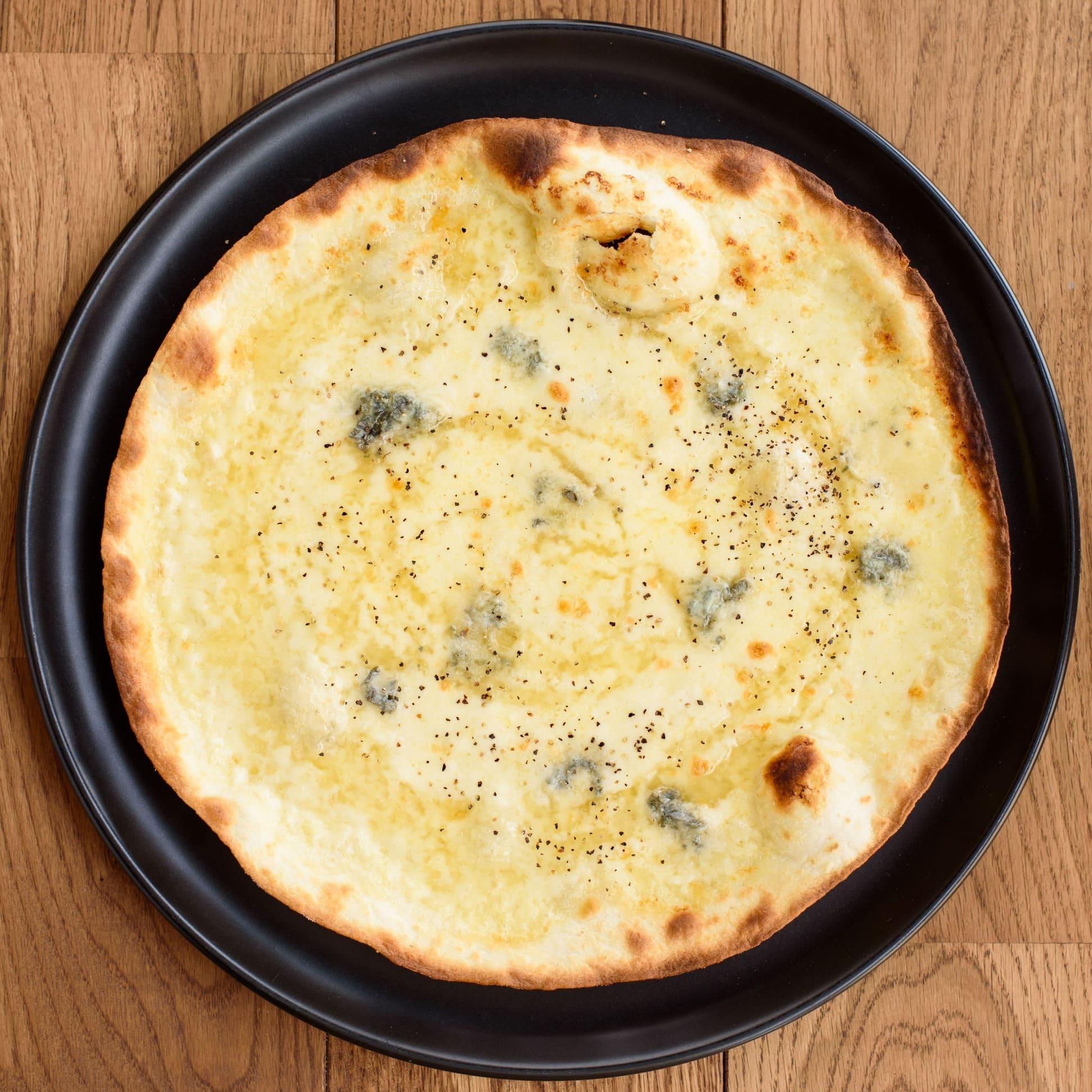 クリームソース/モッツァレラチーズ/ゴルゴン ゾーラチーズ/ハチミツ/黒胡椒
