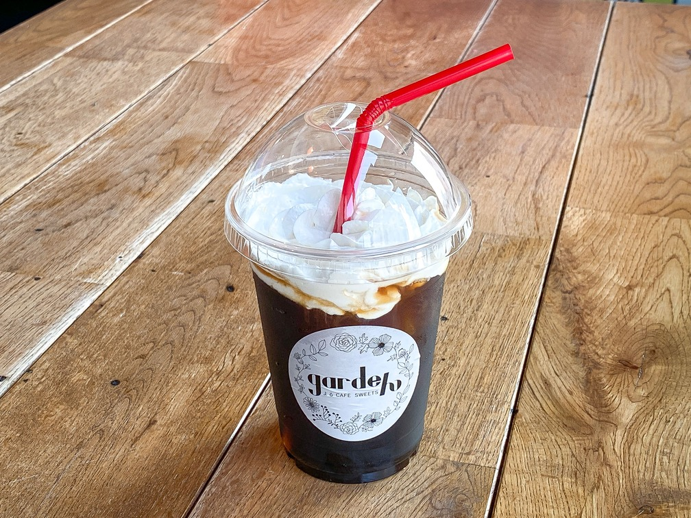コーヒーの上にホイップクリームを浮かべた、オーストリアはウィーン発祥のアレンジコーヒーです。