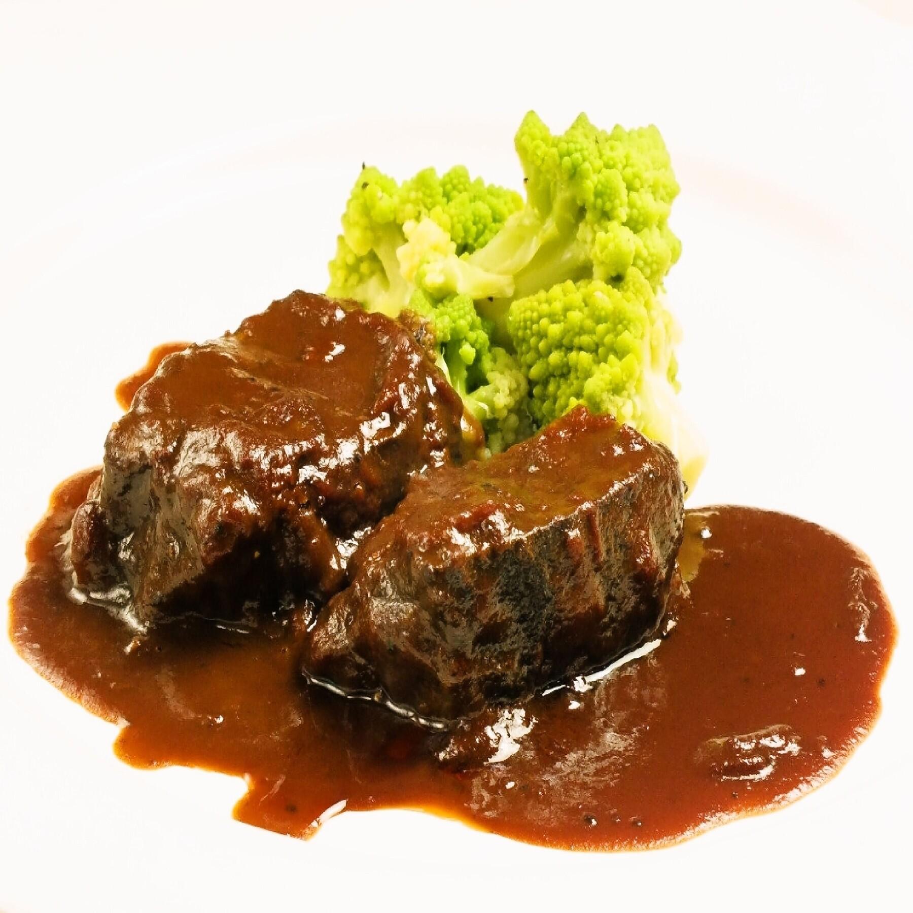 人気メニュー!和牛のほほ肉をじっくり煮込んで旨味を凝縮させた絶品煮込み