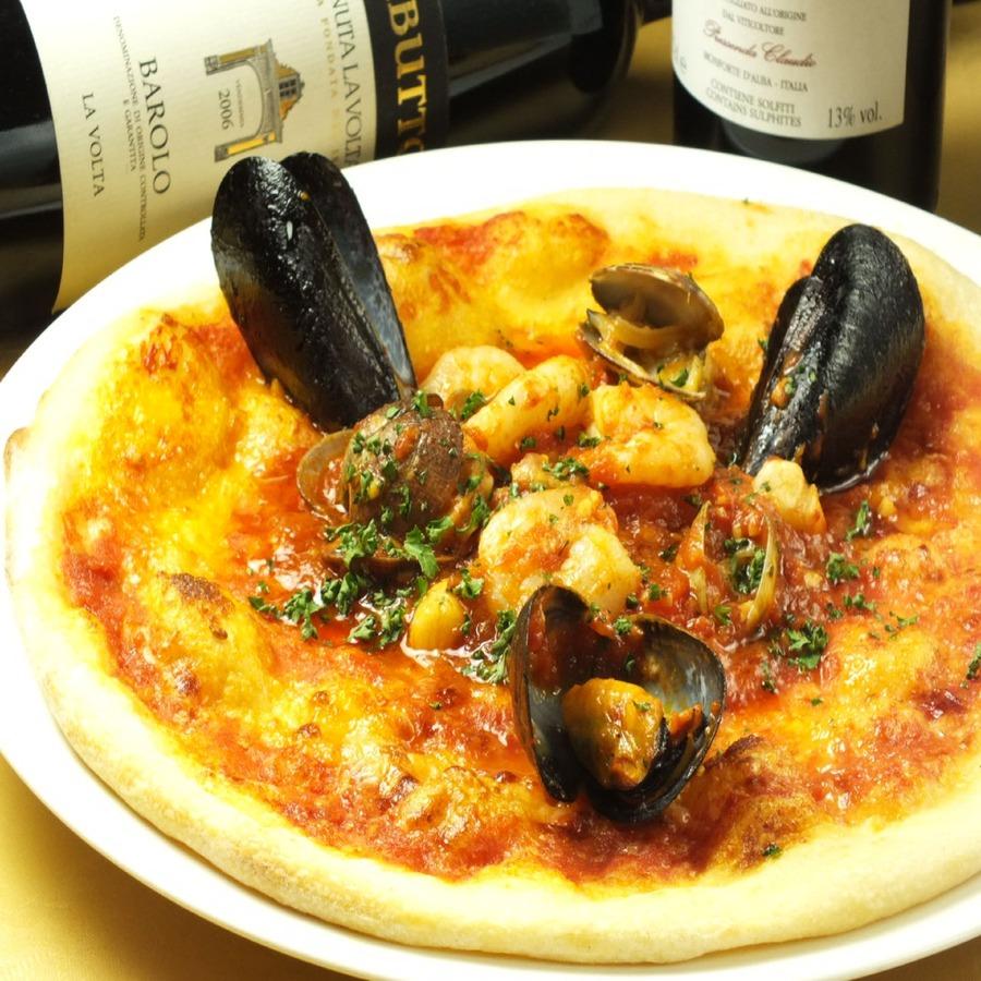人気No,1ピッツァ! 海の幸を贅沢にのせた魚介のピッツァ