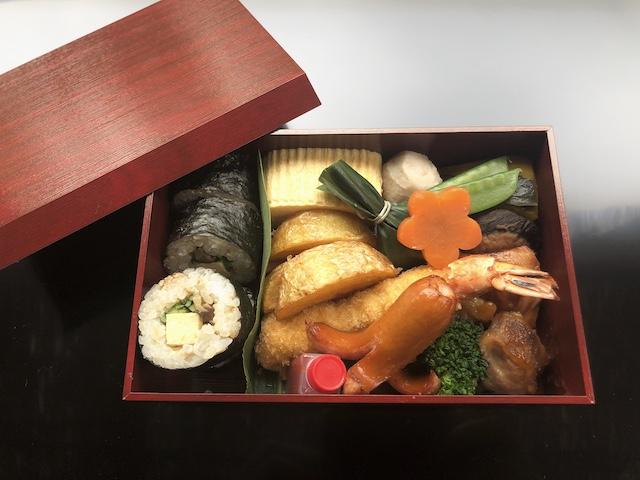 エビフライ、唐揚げ、手巻き寿司、焚き物など和風のお献立