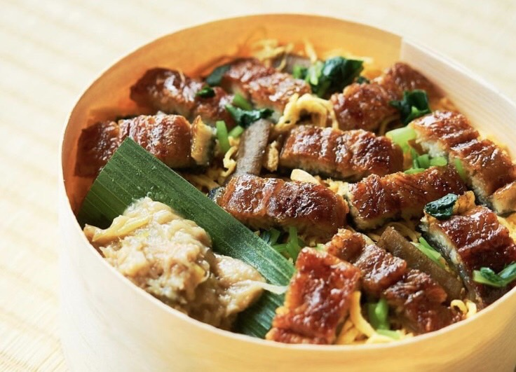 うなぎ、錦糸卵、煮牛蒡、玉ねぎ、うなぎの肝の味噌煮込み うなぎの炊き込みご飯