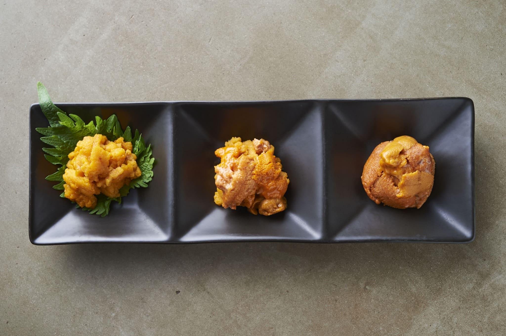 毎日、北海道をはじめ世界各地から仕入れた生ウニのお刺身です。まずはそのまま。その後、醤油や塩をつけてお召し上がり下さい。ウニ度MAX。